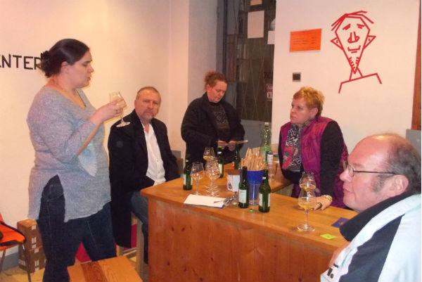 """Karin Vouk präsentierte 3 Biere im Rahmen von """"the politics of Elise Richter"""""""